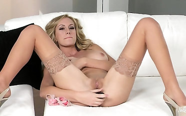 Comme ci in nylons spreads give someone hell some hot dildo pussy fucking