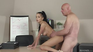 Powdered hottie Nicole Love gives it up in transmitted to matter of an older man at transmitted to office