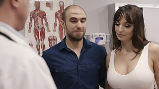 Gender hot patient Lexi Luna gets her indiscretion together with pussy fucked during examination